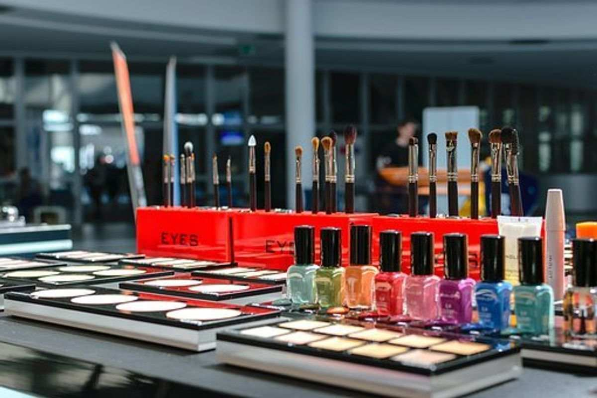 Cosmetic Brands Owned By Estee Lauder