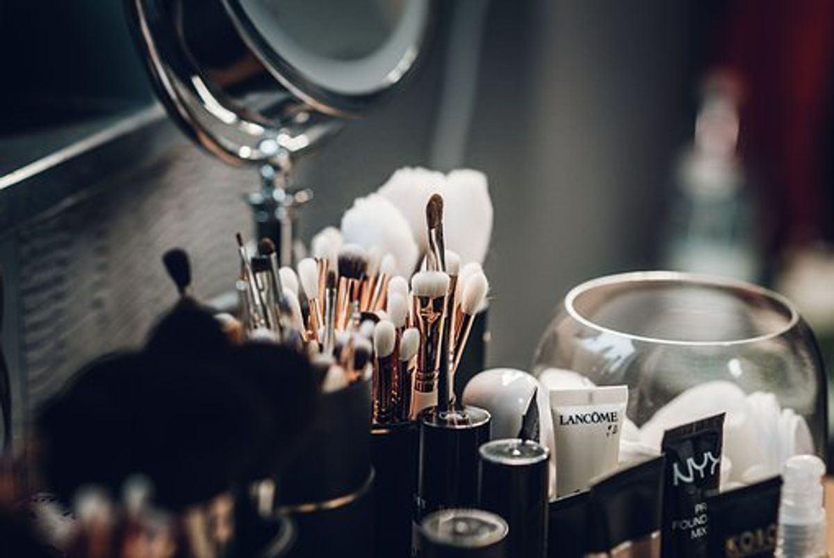 Cosmetic Estée Lauder Companies