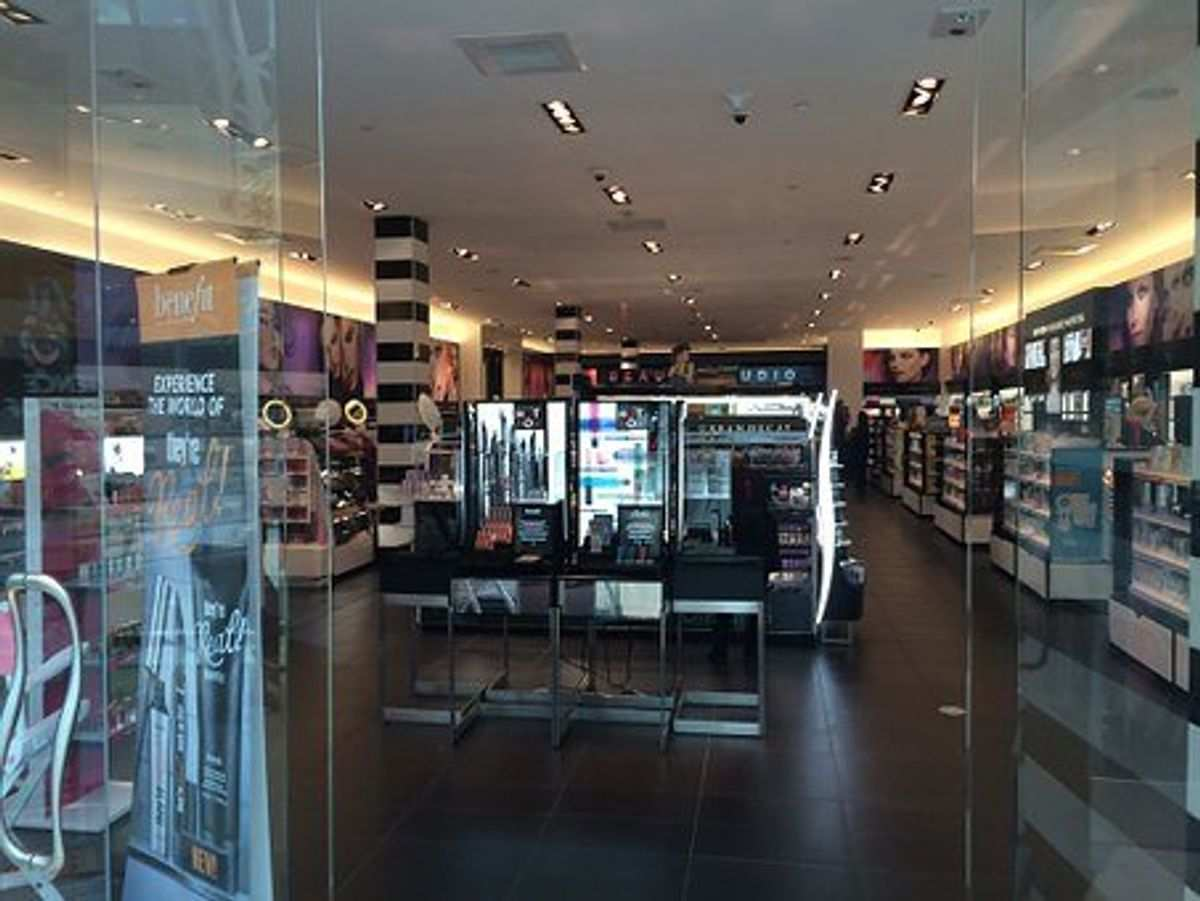 chanel cosmetic shop